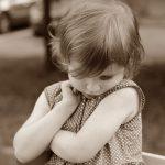 Co to jest mutyzm wybiórczy? Objawy, diagnoza, leczenie