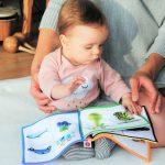 Jak bawić się z niemowlakiem, aby wspierać jego rozwój?